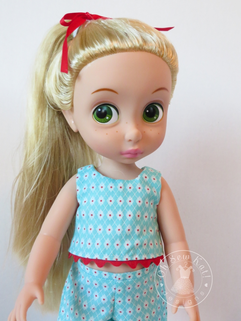 Make your own doll clothes for disney animators dolls with easy sewing patterns from Oh Sew Kat! Easy beginner tutorials. #dollclothes #animators