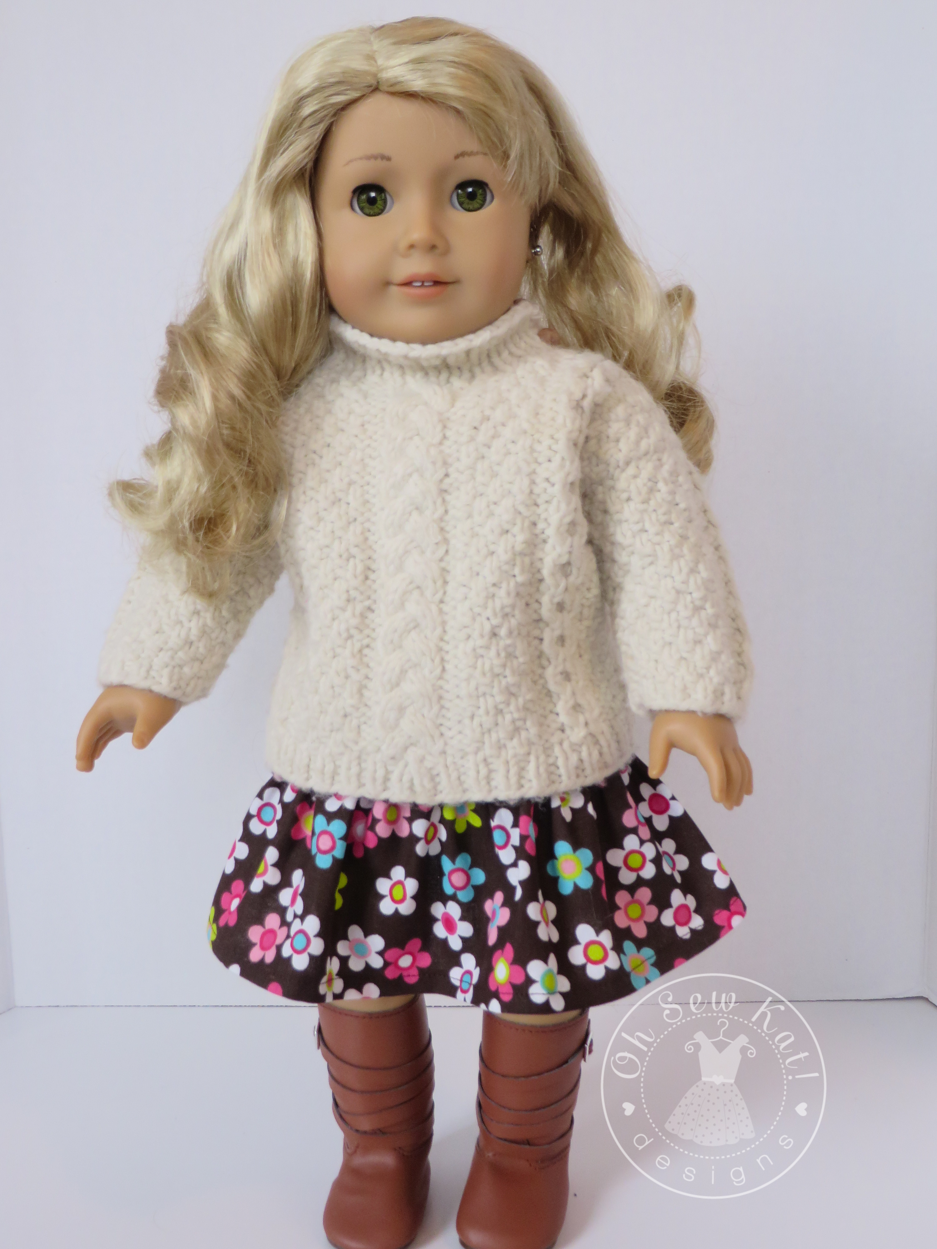 Make a skirt for your 18 inch American Girl doll with a free, easy sewing pattern from Oh Sew Kat! #freepattern #dollclothes #ohsewkat #dollskirt