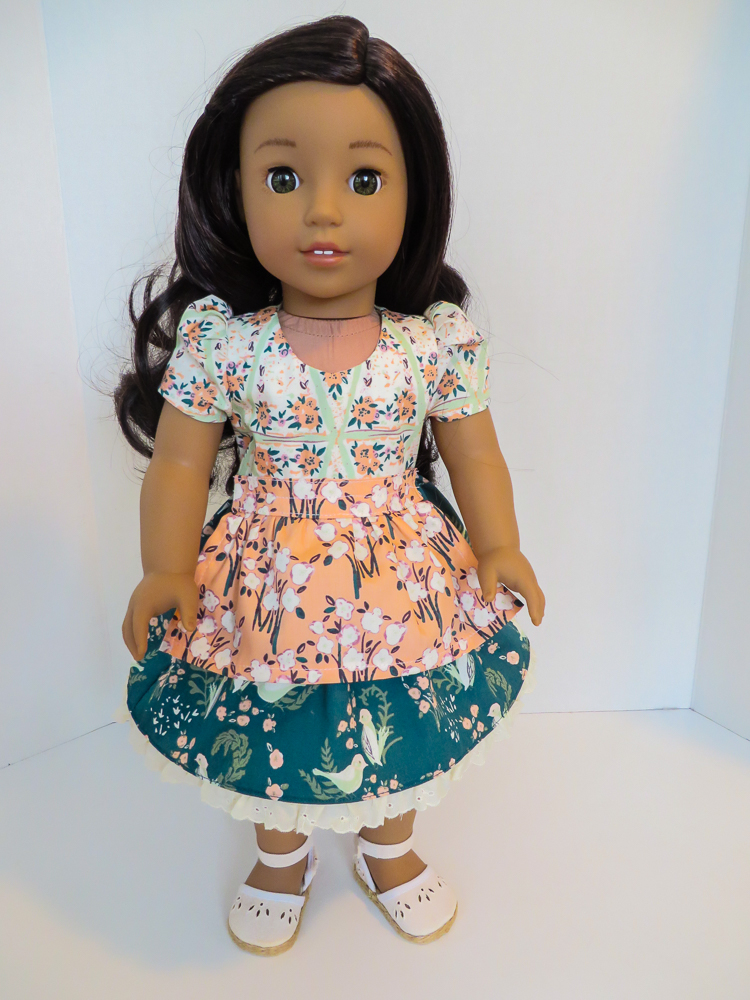 Sew your own doll clothes for 18 inch American Girl dolls with easy PDF sewing patterns from #ohsewkat. #sewingpatterns #beginnerlevel #diycrafts