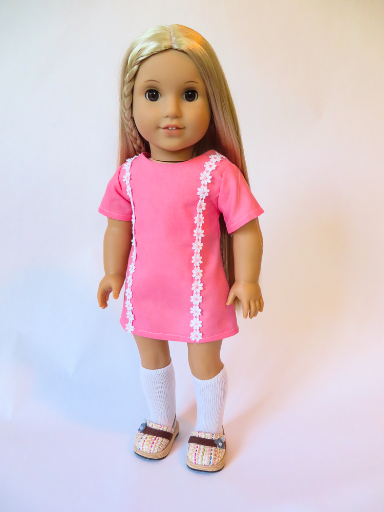 Make a 70s style daisy trimmed groovy dress for your Julie doll with easy sewing patterns from Oh Sew Kat! Try this easy pattern hack today! #sewingpattern #dollclothes #ohsewkat #juliedoll #18inchdoll #easysewing