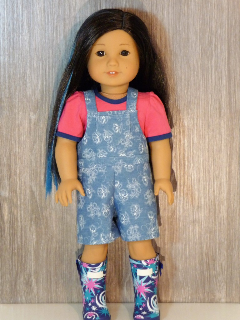 Make these easy bib overalls for your 18 inch doll like american girl with the Backyard Bibs PDF sewing pattern from OH Sew kat. #blairewilson #18inchdolls #sewingpattern #dollclothes #ohsewkat