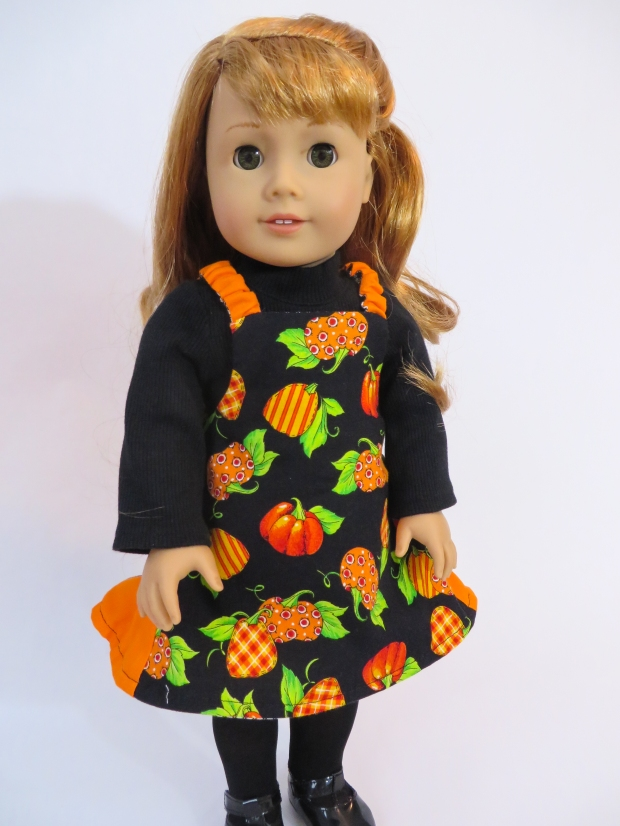 Sew a pumpkin spice jumper for your 18 inch doll with the Easy Up! PDF sewing pattern for dolls from OhSewKat. Easy beginner level pattern is quick to sew, make it reversible. #dollclothes #fallcraftproject