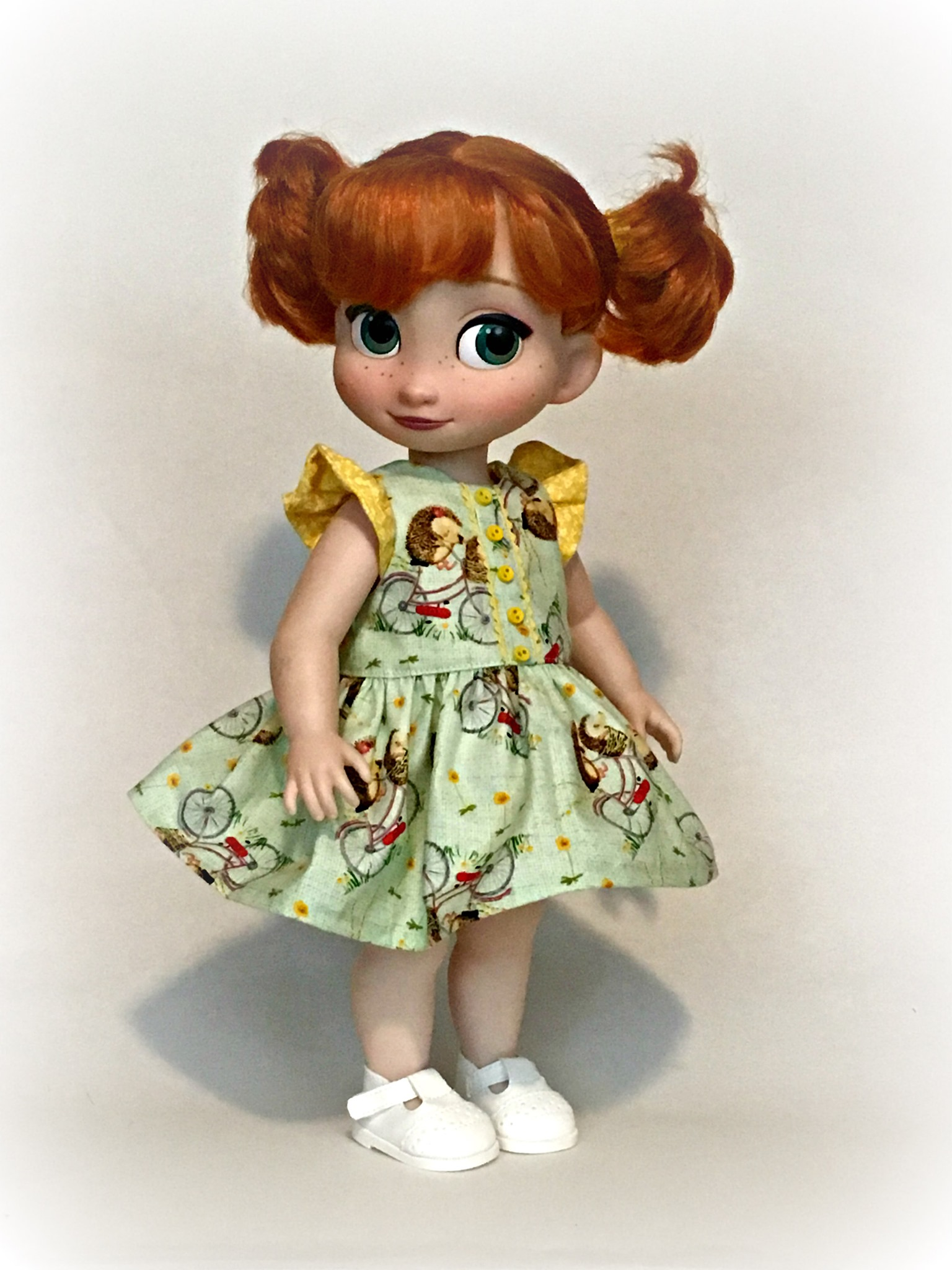 Make a doll dress for your disney animators' dolls with this easy PDF sewing pattern by Oh Sew Kat! Easy to sew photo printable tutorial, download and sew today. Find more patterns in the Oh Sew Kat! Etsy Shop.